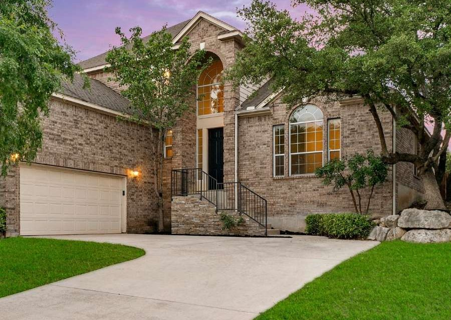 Homes for sale in The Heights at Stone Oak Under 600k